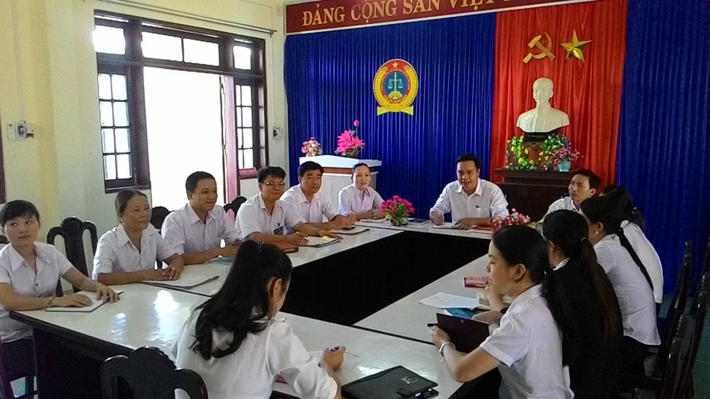 Tòa án nhân dân huyện Quế Sơn họp giao ban đầu tuần